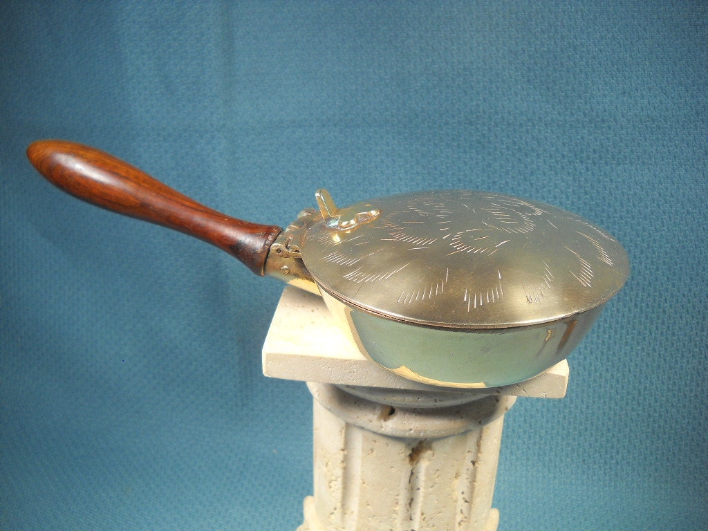 ANTIQUE BED WARMER made of Brass with LidBrass Bed Warmer