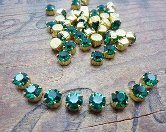 Vintage 6mm Glass Rhinestone in Brass Cup Emerald (8) ER931