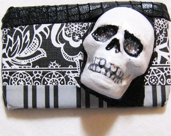 Halloween pin back, Day of the Dead, Noir, Goth, Dark, Pin back