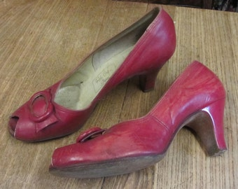Jazzy Red Shoes Vintage 1940's Red Cross Shoes