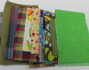 Green fabric surprise bag,destash fabric,fabric bag,thread,yoyos,elastic,yarns,suede cords,surprise bag,sewing,crafting,scrapbooking,beads
