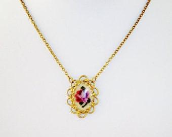 Beautiful Vintage Goldtone Pendant Chocker Necklace