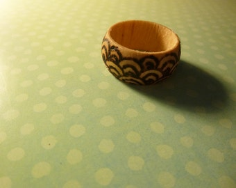 Wooden Scallop Ring, size 9