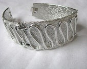 Sarah Coventry Silvery Nile Bracelet with geometric design