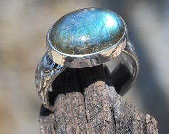 Artisan Labradorite Ring With Decorative Sterling Band