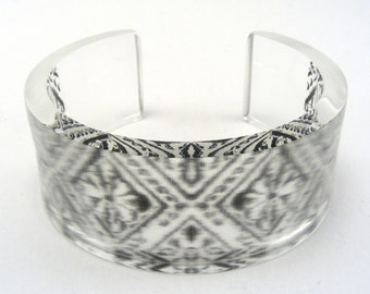 Monochrome Perspex Cuff - Black and White Bangle - Patterned Plastic Bracelet - Black Pattern Perspex Cuff - Modern Monochrome Bangle