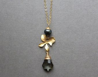 Black Pearl Golden Flower Baroque Crystal Pendant Gold Chain Necklace