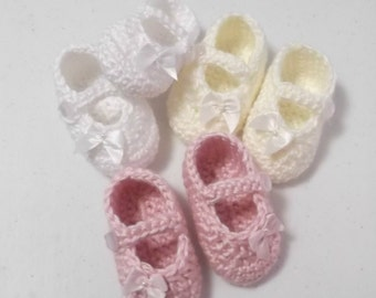 Crochet Mary Jane Style Baby Shoes with Bows - newborn - 3 months - made to order