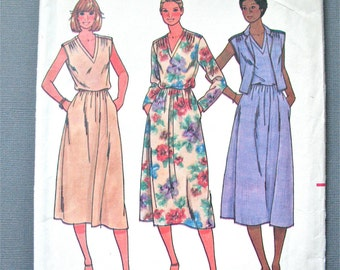 Uncut Butterick 6376 Dress Pattern from the 1970s  Bust 32.5 inches