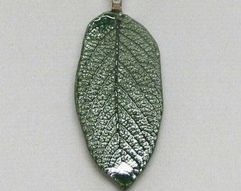 Porcelain Green Rose Leaf Imprinted Necklace