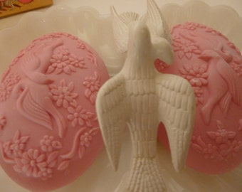 Vintage Avon Milk Glass Lovebirds Soap Dish With Two Bars Of Original Lovebird Etched Soap