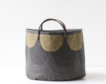 Small Bucket - Dark Scalloped