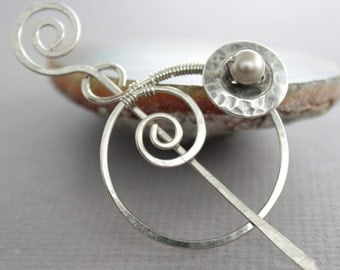 Penannular German silver shawl pin or scarf pin with a cream Swarovski pearl on button - Cardigan clasp - Sweater clip - SP060