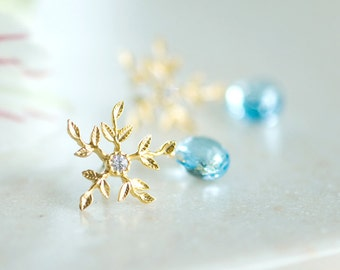 Topaz Earrings,  Snowflake earrings, Sky blue topaz, Gold earrings, Something blue, Winter wedding, Gemstone earrings, November Birthstone