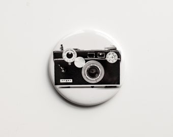 """The Argus C3 (1939–1966) - B&W Photograph of a Vintage Camera - 2.25"""" Magnet"""