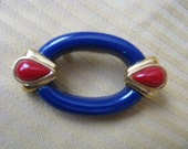 Oval royal blue vintage pin brooch with gold tone red hearts