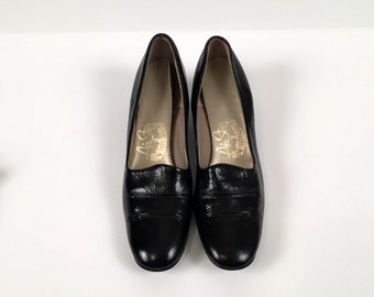 Vintage Air Step Tandem Black Faux Patent Leather Pumps Size 6 AAA