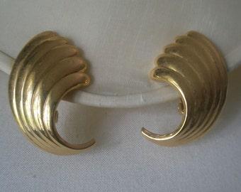 Vintage Gold Tone Fluted Fan Wing Clip Earrings