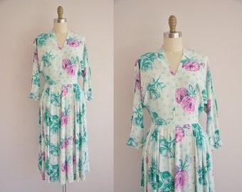 vintage 1940s dress / floral rayon print dress