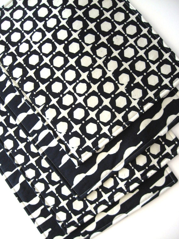 black and white placemats heat resistant reversible. Black Bedroom Furniture Sets. Home Design Ideas