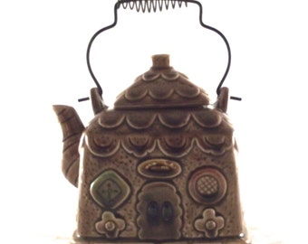 Vintage Ceramic Teapot, House-Shaped Japanese Teapot with Wire Handle in Brown