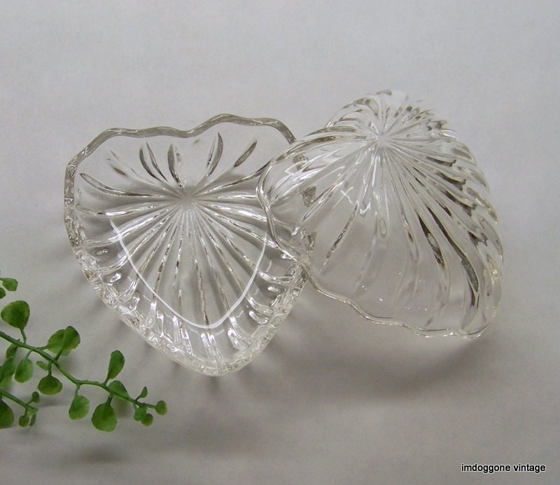 Heart shaped crystal dishes vanity dishes trinket dishes for Heart shaped jewelry dish