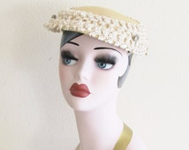 Vintage 1950's Fascinator Hat / 40's 50's Pale Yellow Straw Pillbox English Tea Party Hat