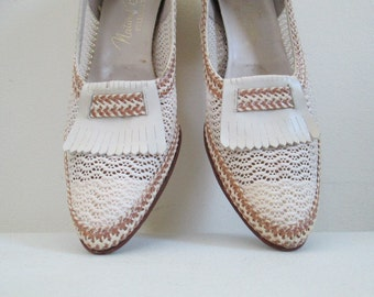 1940s Mesh Summer Shoes / Leather Straw Natural Bridge Size 9 Slip Ons / Retro Resort