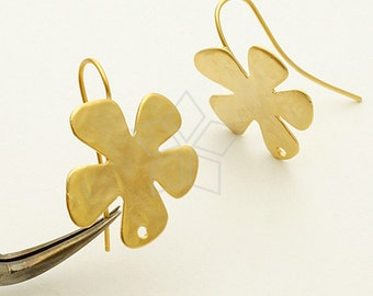 EA-123-MG / 2 Pcs - Daisy Hook Earrings, Matte Gold Plated over Brass / 19 x 19mm