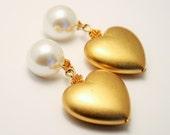 Vintage earrings. Heart earrings. Pearl earrings.  Clip on earrings