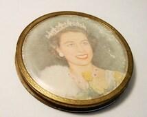 Vintage compact. Queen Elizabeth II compact. Powder compact