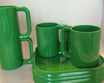 Ingrid Picnic Plates and Mugs - Green Plastic - set of 4
