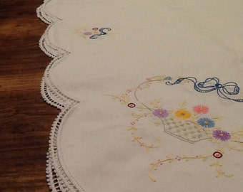 Vintage Tablecloth / White Linen Tablecloth / Vintage Embroidered Tablecloth