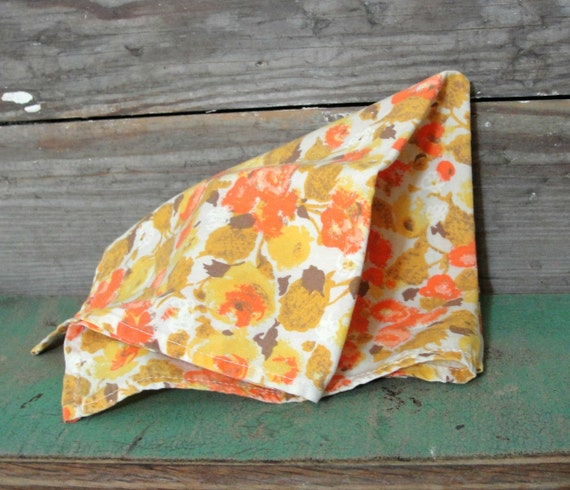 Kitchy Kitchen Decor: Retro Vintage Handmade Cloth Napkins 6 Mid By TheVintageTabby