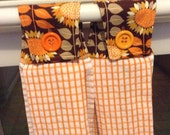 Hanging Kitchen Towel with Retro Fall Print Topper