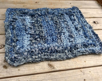 Recycled JEANS RUG. DeNiM JeAns. Handmade braided Jean rug. Stonewashed Blues, Black, denim material. Eco Friendly Upcycled. Green Earth Mat