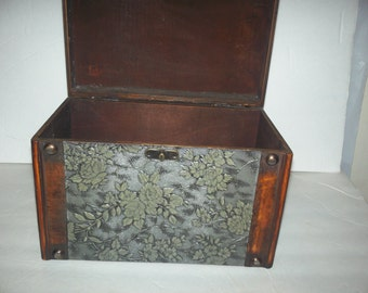 Vintage box  trimed in wood and green deco keep sake for paper