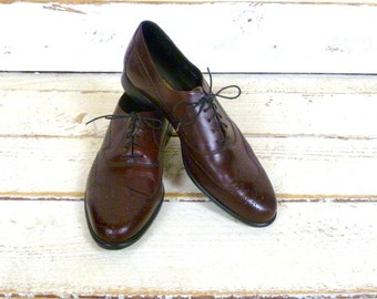 Mens burgundy/maroon leather wing tip oxfords/vintage Johnston & Murphy wing tips/cordovan/dark red leather shoes