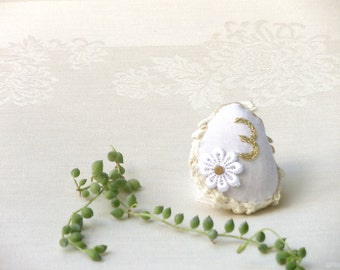 Natural Wedding Favors Inspirational Wedding Decor, Number tags wedding table, Embroidery Lace Pebble, Shabby chic Wedding,