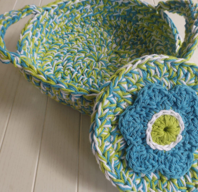 Crocheted Blue Flower Casserole Carrier with Pot Holder Set