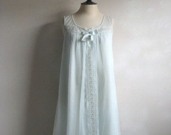 Vintage 1960s Night Gown Pale Green Trapeze Style Lace Embroidered Night Dress Small