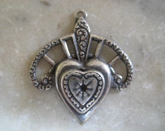 Vintage Heart Pendant, Filigree Swag, Single Rhinestone Setting, Antique Silver Plated Brass Jewelry Finding, Made in France, 29x25mm, 1 pc.