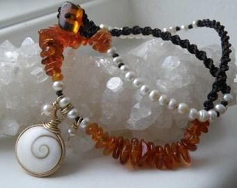 Shiva eye necklace - gold filled gauge - Amber flakes - freshwater pearls - dark brown macrame
