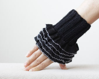 Women Black gloves, Fingerless Ruffled gloves, Fingerless Frilly gloves and mittens, Ruffled wrist cuff, Frilly cuffs, Black