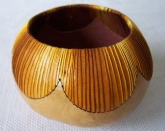 Small natural gourd bowl, gold stitching. 1766.