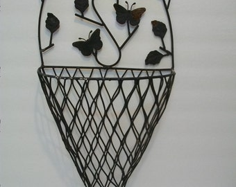 Rustic Metal Wall Planter, Metal Shabby Chic Decorative Wall Planter,Large Mesh Planter, Home and Garden Decorative Wall Plant Cage,