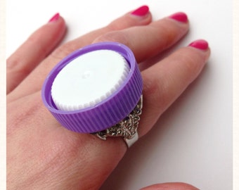 Upcycled White and Purple Bottle Tops Cocktail Ring, Eco Fashion, Plastic Jewellery, Original Jewellery, Statement Jewellery, bold jewellery