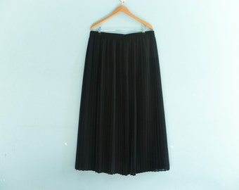 Vintage black pleated skirt / semi sheer / high waisted / long / medium large