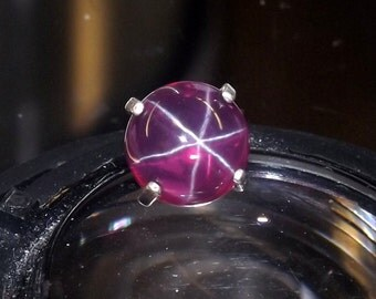 Clear red star ruby  tie tack