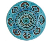 Wall decor with suzani design // Ceramic tile // Wall hanging made from ceramic // 15cm circular // Suzani decor // Turquoise